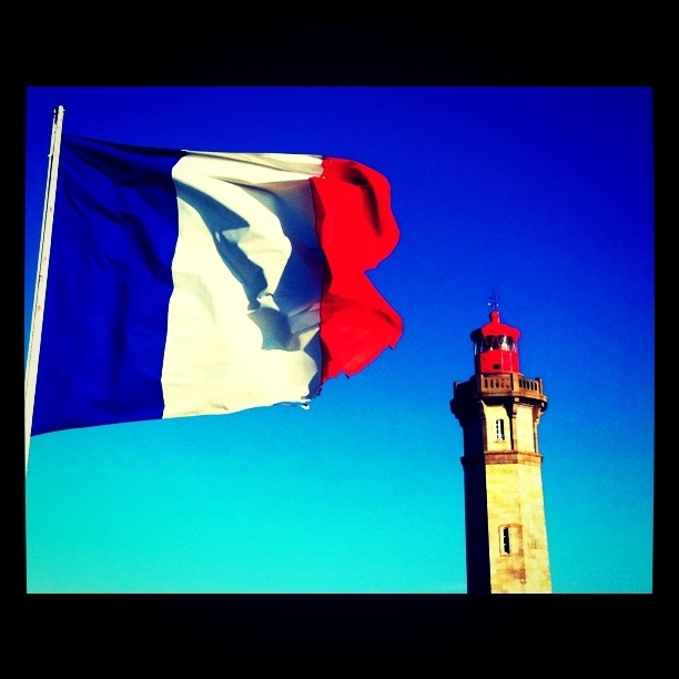 Red is the color: Falling in love with La Rochelle