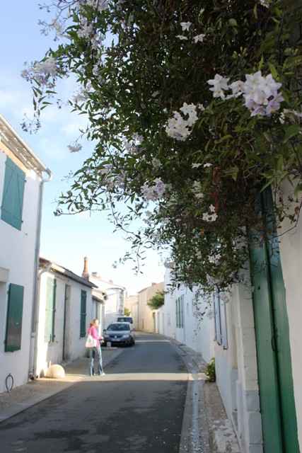 The winding dreamy streets of Ile De Re