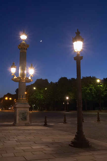 Walk the streets of Paris by night or in the rain. For free. No Gill Pender included.
