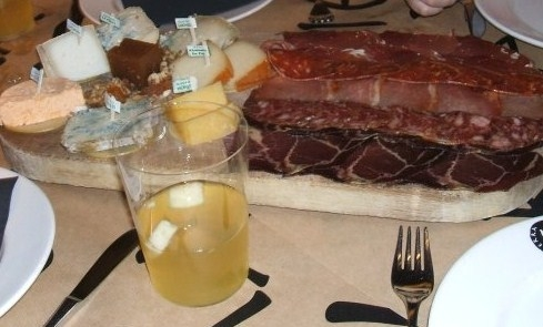 For the best local food in Oviedo head for Tierra Astur