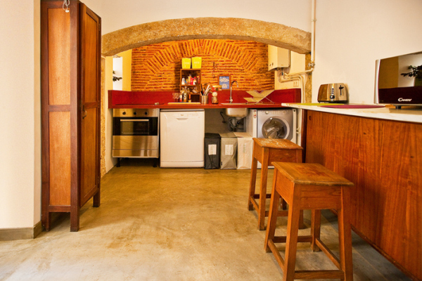 kitchen lisbon calling hostel