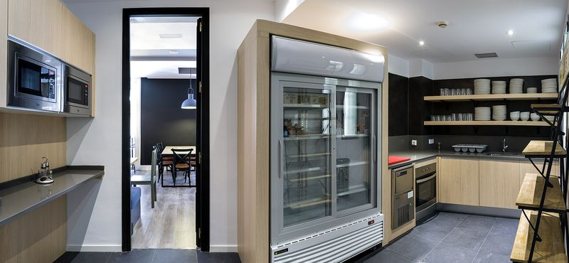 Kitchen, U Hostels Madrid