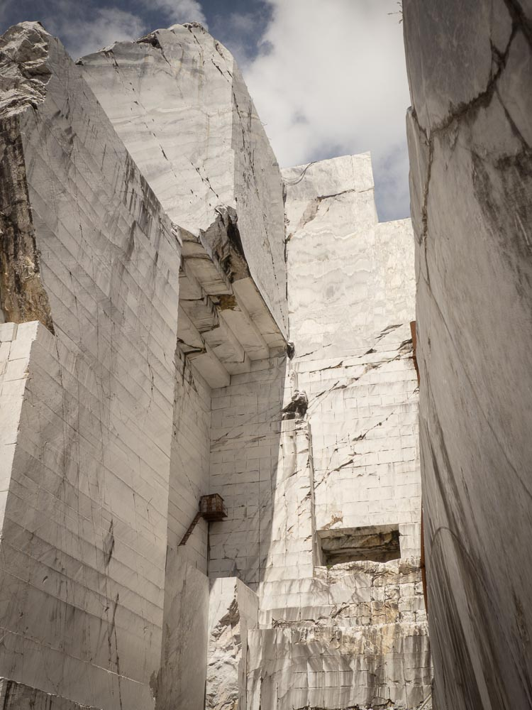 Apuan Alps marble cathedrals - Cervaiole quarry