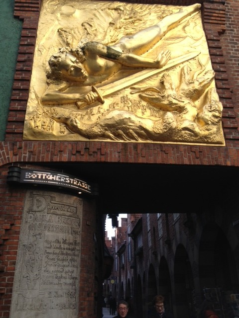 Golden Relief at entrance of Bottcherstrasse