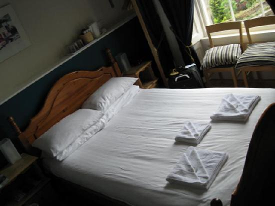 Double bed, Dene Guest House Edinburgh