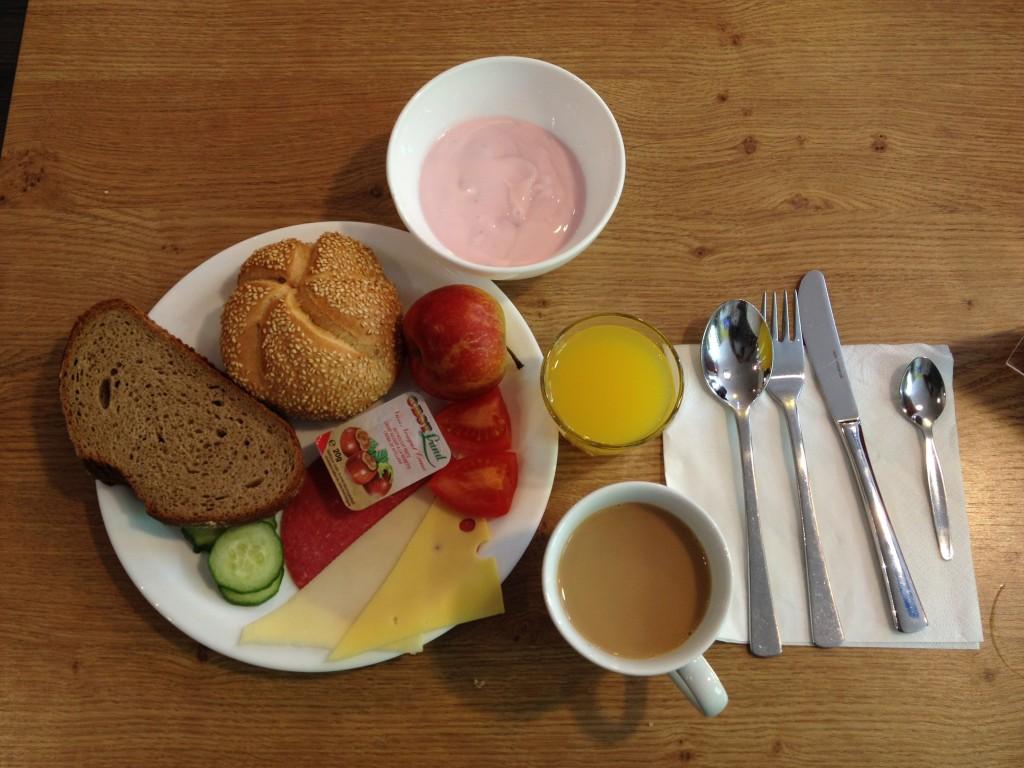 breakfast meininger hotel berlin