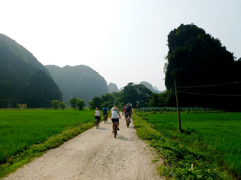 Travel by bike through the beautiful countryside