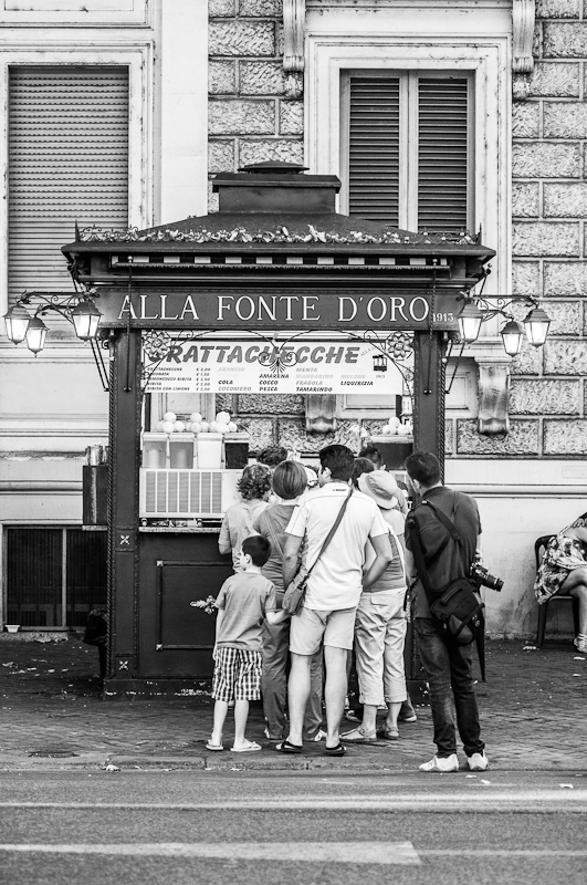 "The kiosk ""Alla fonte d'oro"" is the oldest in the city, quenching Romans' and tourists' thirsts since 1913. Photo sourced via Creative Commons License ""Allafontedoro"" by Lucahope - Own work. Licensed under CC BY-SA 3.0 via Wikimedia Commons - http://bit.ly/1BK5hlv"