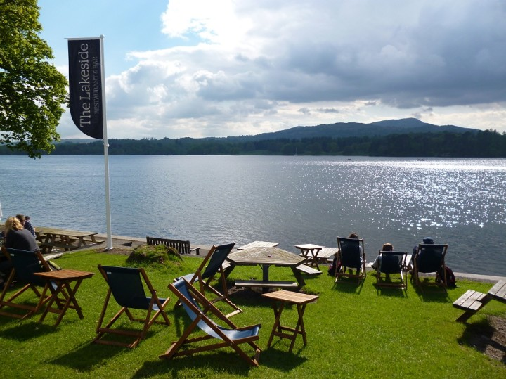 Yha-Ambleside-Waterhead-restaurant-by-lake