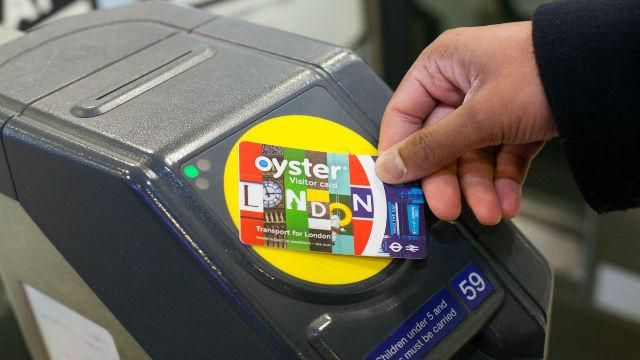 75443-640x360-640-voc-and-tube-gate-reader  Những nhà nghỉ giá rẻ tuyệt vời ở London 75443  640 voc and tube gate reader