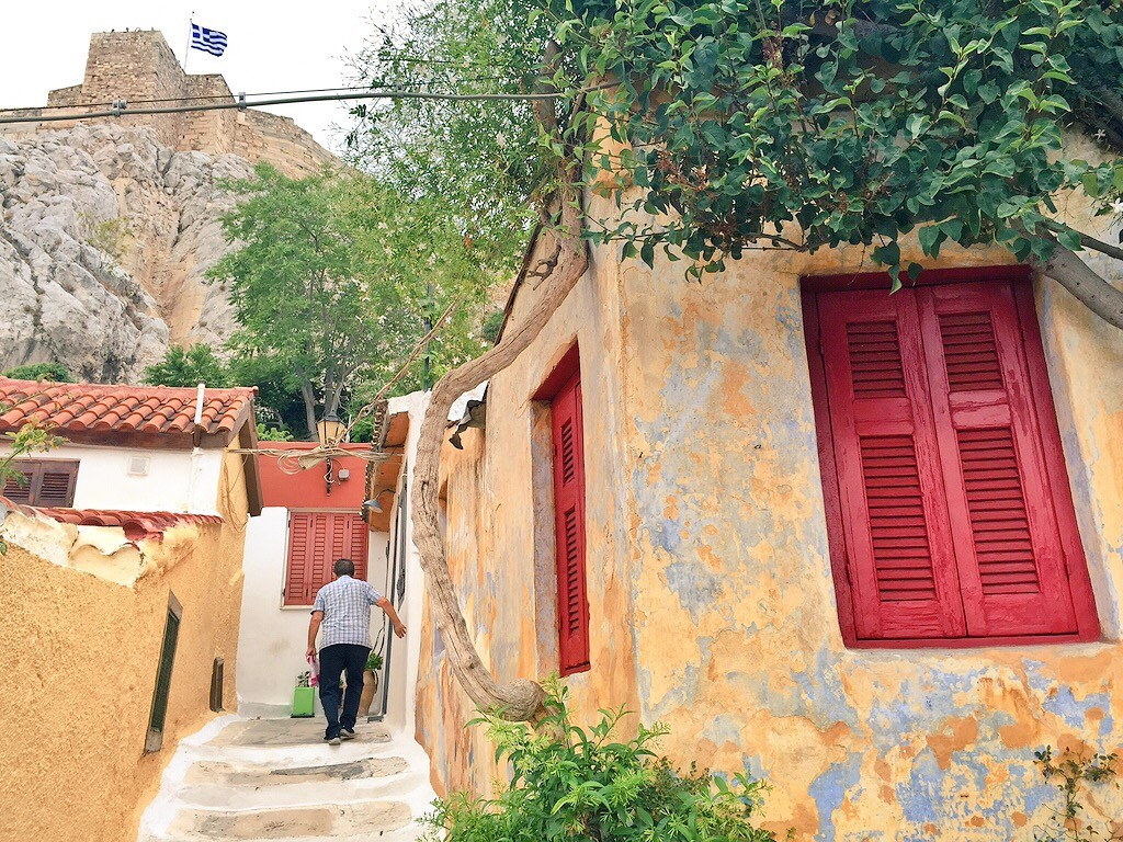 Day 2: Wondered the colourful streets of Anafiotika in the morning. Blissfully quiet and devoid of tourists, yet tucked right at the foot of the Acropolis.