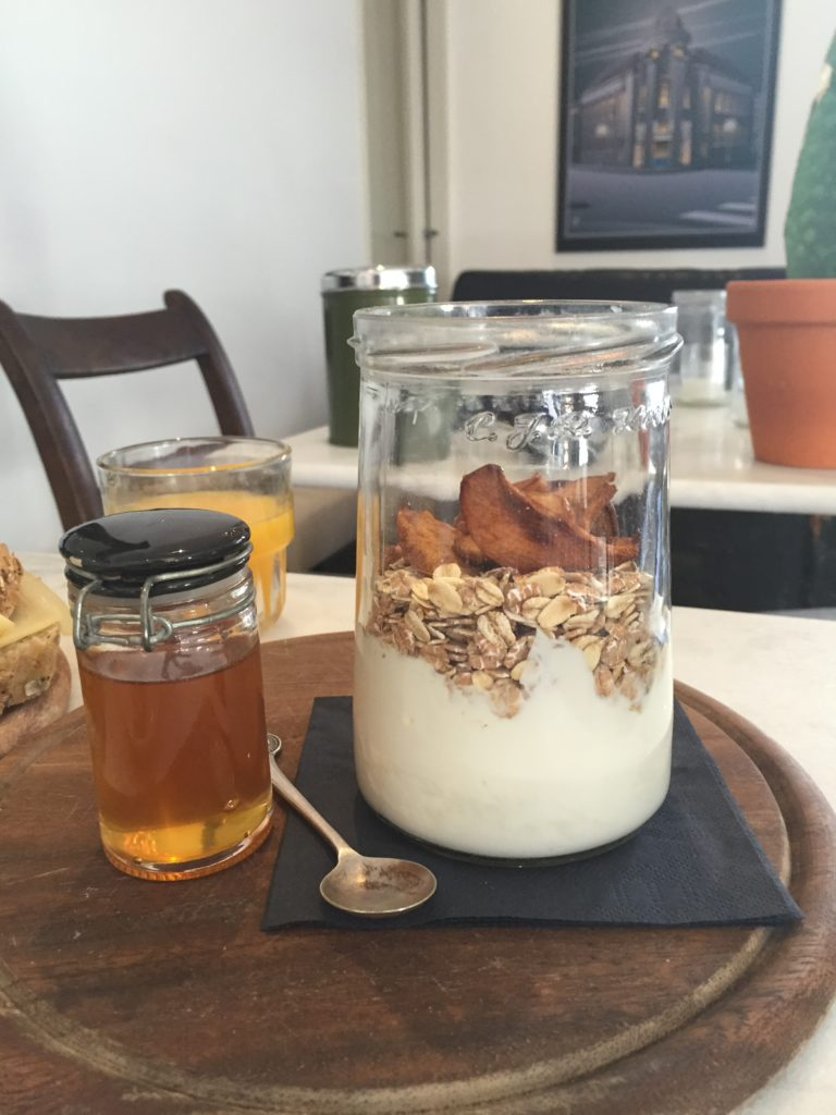 Organic muesli with yoghurt and honey