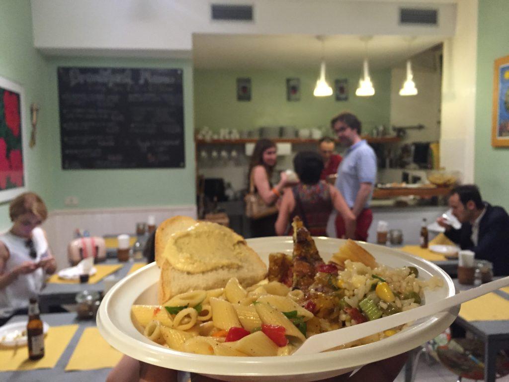 Nhà hàng aperitivo của Vegan, Nhà nghỉ Beehive và Khách sạn Rome  5 nhà nghỉ có chất lượng tốt nhất tại Châu Âu IMG 6202