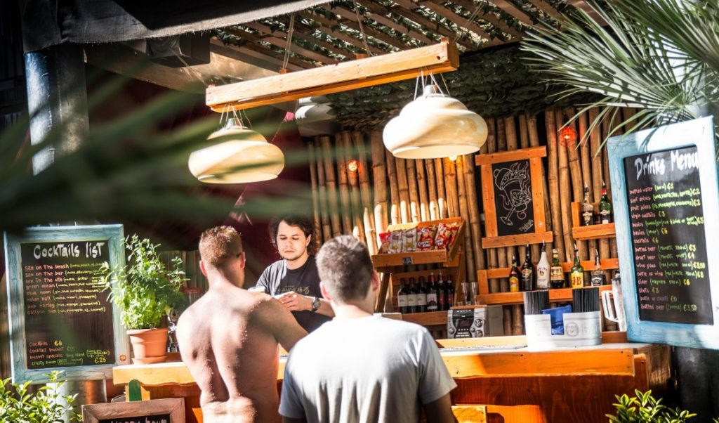 plus florence hostel bar