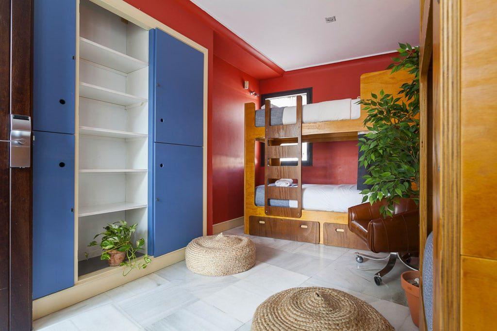 Nhà nghỉ La Banda Rooftop, Seville nơi tuyệt vời bạn có thể lựa chọn La Banda Hostel Seville bedoom 2 1