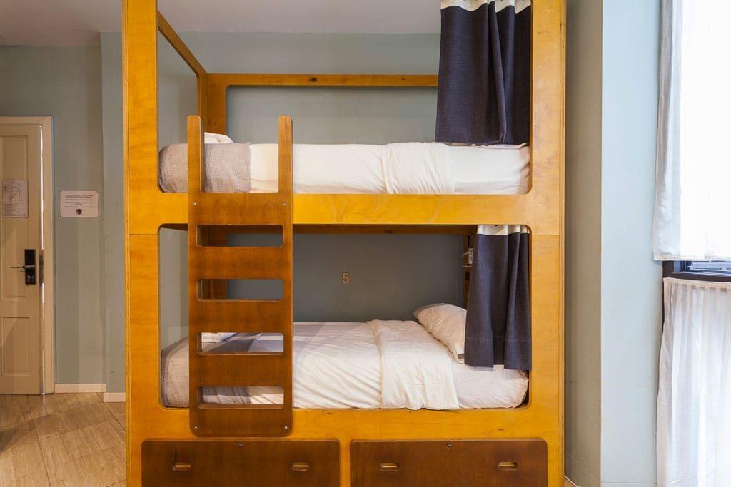 Nhà nghỉ La Banda Rooftop, Seville nơi tuyệt vời bạn có thể lựa chọn La Banda Hostel Seville bedoom 9 3