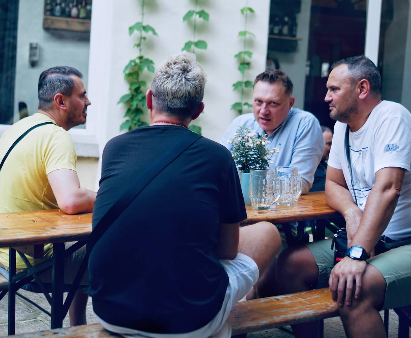 bunch of guys drinking good beer in Gorlitz!